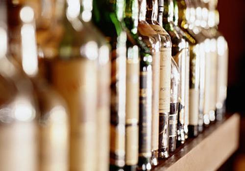 đau dạ dày nên kiêng uống rượu