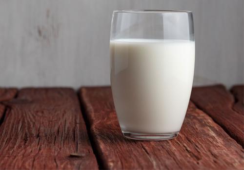 uống sữa giảm đau dạ dày