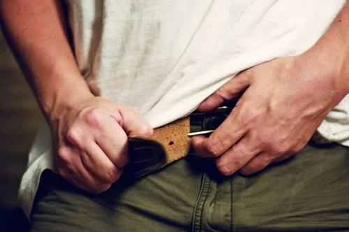 Tháo dây thắt lưng ngay sau khi ăn