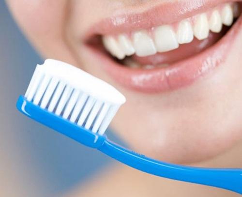 Đánh răng ngay sau ăn