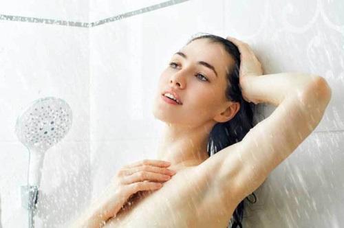 Đi tắm ngay sau khi ăn