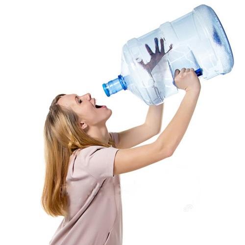 Uống quá nhiều nước ngay sau ăn