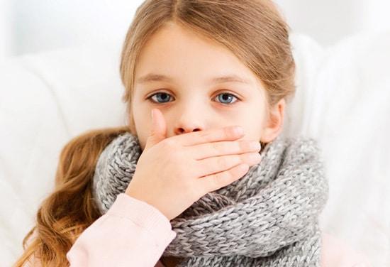 Trẻ thường xuyên nôn mửa kèm với tiêu chảy
