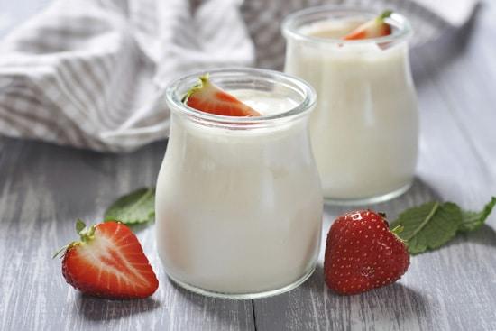 Đau dạ dày buồn nôn nên ăn sữa chua không đường