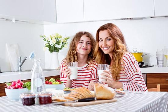 Nên ăn các loại thức ăn đặc dễ tiêu hoá như bánh mỳ