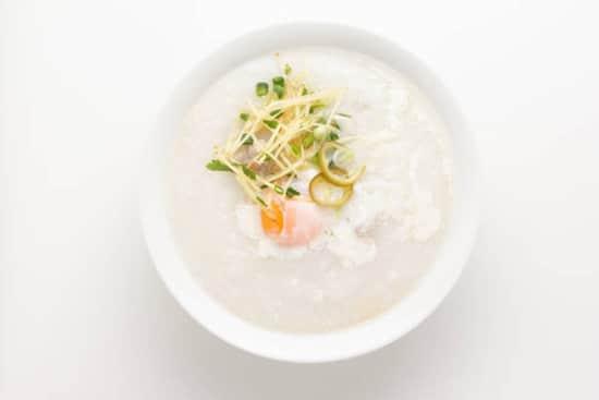 Nên ăn các loại thức ăn lỏng như cháo, súp