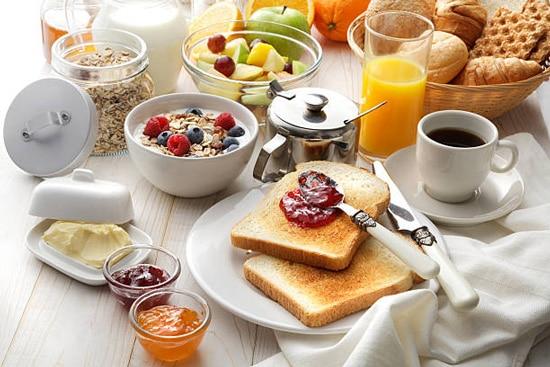 Nên phân bổ xen kẽ các món ăn trong buổi sáng