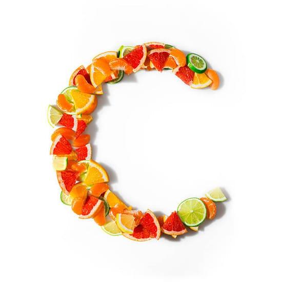 Nên ăn quả có chứa nhiều vitamin C để hạ sốt và tăng cường miễn dịch