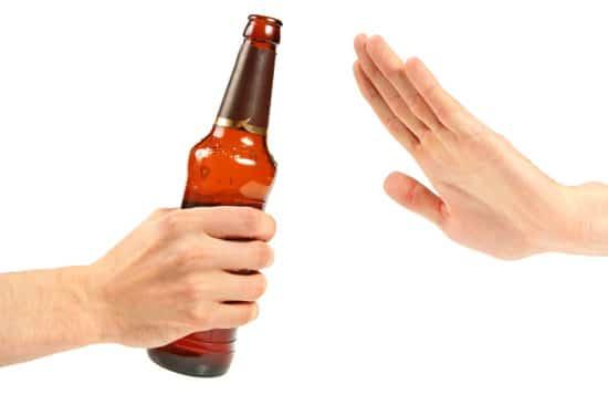 Tránh các thực phẩm gây kích ứng dạ dày như rượu bia cà phê thuốc lá