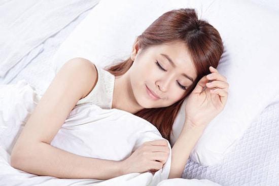 Không nên thức khuya, đảm bảo ngủ đúng giờ giấc
