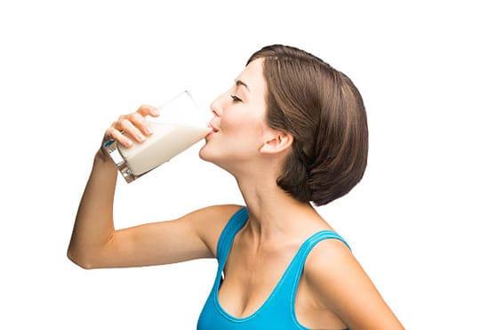 Không uống các loại nước có màu, nước ngọt hay kể cả sữa