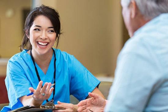 Vào phòng nội soi thì bạn cần thực hiện đúng theo hướng dẫn của nhân viên y tế.